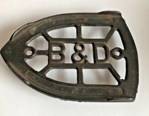 Collectible-Antique-Cast-Iron-B-amp-D-Sad-Iron-Trivet-6-034-Length-x-4-25-034-Width