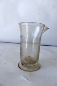 """Vintage 1940'S Footed Pharmacy Beaker With Pour Spout Glass Medicine Cup Rare""""k2"""