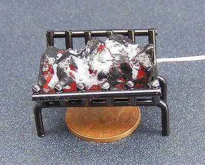 Inteligente Scala 1:12 12v Carbone Di Lavoro Fuoco In Una Griglia In Metallo Nero Casa Di Bambole Tumdee-mostra Il Titolo Originale Caldo E Antivento