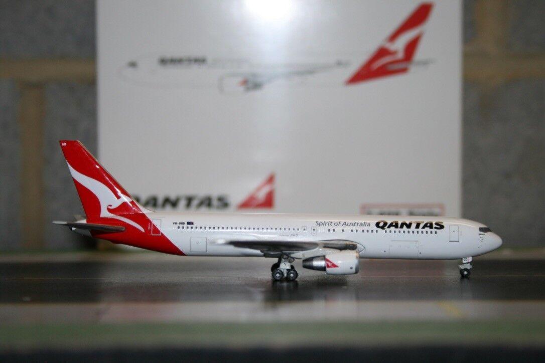 Phoenix 1 400 Qantas Boeing 767-300 VH-OGD (PH10193) Die-Cast Model Plane