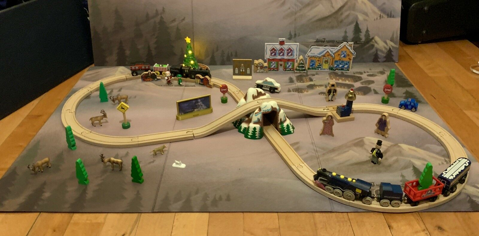 HUGE Brio Polar Express Lot Starter Set, Tree, Passenger Car, Train Mat, Th