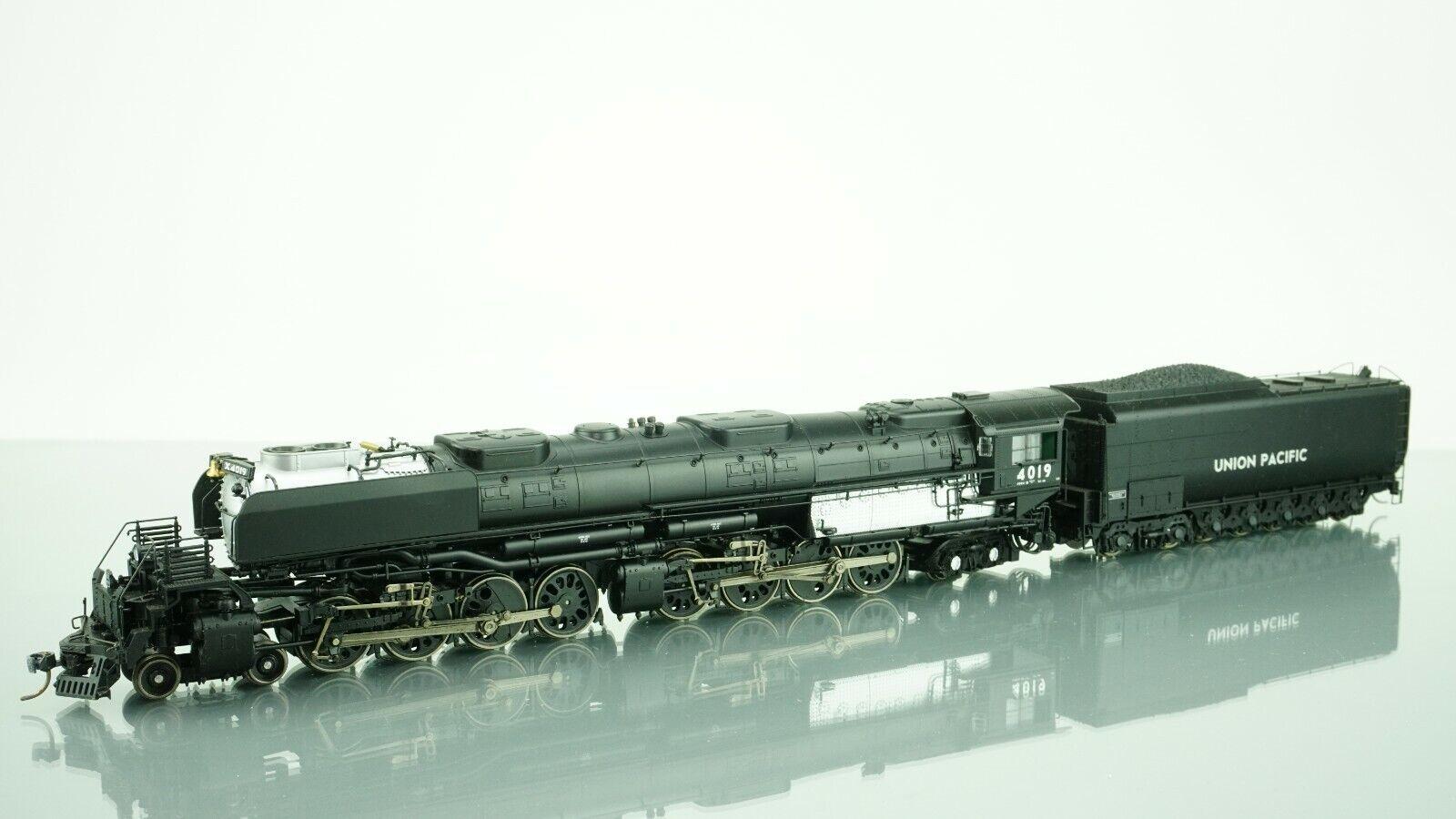 Athearn Genesis 4-8-8-4 Big Boy Union Pacific 4019 DCC w Sound HO scale