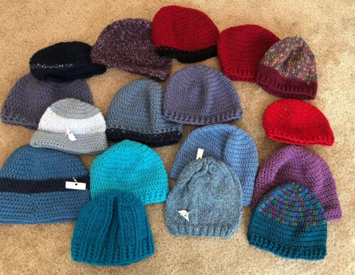 Lot Of 17 Womens Hand Knit Beanie Slouch Hats  Chu
