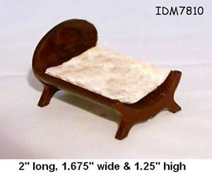 CAKE Yellow 1:24 HALF SCALE DOLLHOUSE MINIATURES Heirloom Collection