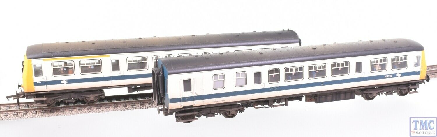 32-289 Bachmann OO Class 101 2 Car DMU BR Refurbished White & bluee Weathered