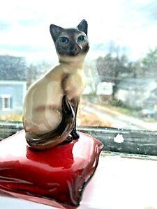BRAD KEELER SIAMESE KITTEN cat ON RED PILLOW FIGURINE California pottery