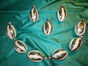 9-alte-Christbaumkugeln-grosse-Zapfen-Oliven-Glas-silber-weiss-Christbaumschmuck