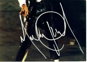 MICHAEL-JACKSON-PHOTOGRAPH-SIGNED-CUT-SIGNATURE