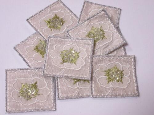 10 X bordado con cuentas Blanco Y Oro Flor tarjeta haciendo Adorno Artesanía Artes # 6a14