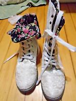 Ladies/girls Shoes Rue 21 Size 7/8 White Lace Fold Over Black Flowers
