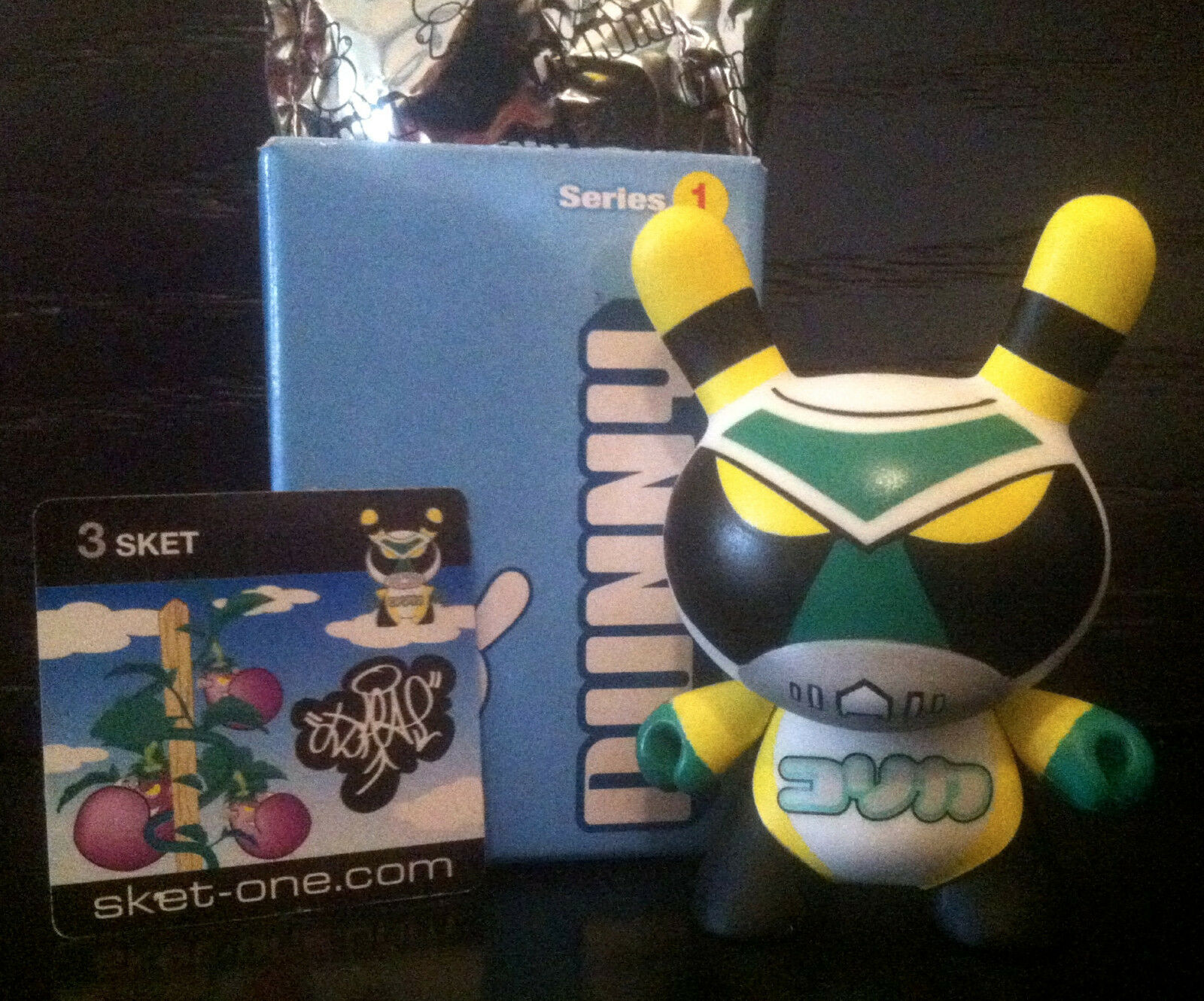 DUNNY 3  SERIES 1 SKET ONE ALIEN 1 12 KIDROBOT 2004 COLLECTIBLE TOY FIGURE RARE