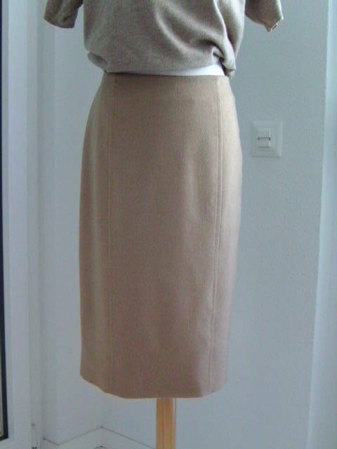 Brand new MAX MARA skirt - Beige colour - 100% Camel hair - US14