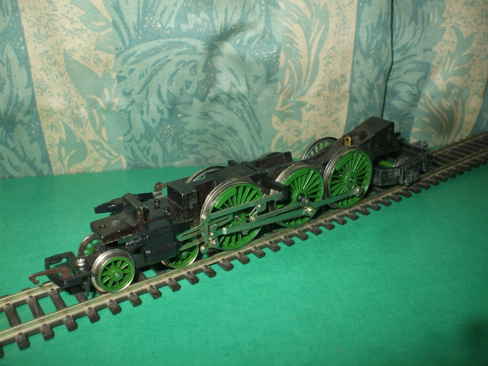 HORNBY LNER A1 A3 CLASS NON MOTORISED LOCO CHASSIS ONLY - No.2