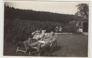 F30421-Orig-Foto-Paar-auf-Liegestuhl-Park-Hahnenklee-1930