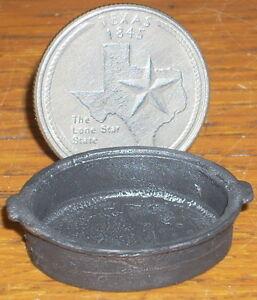 Dollhouse-Mini-Cast-Iron-Casserole-Cowboy-Wagon-Kitchen-1-12-0486-Cooking