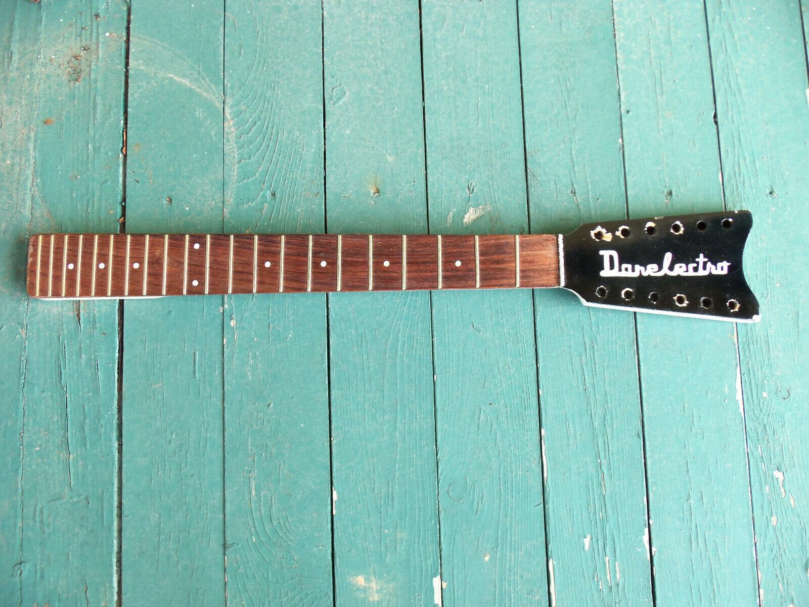 Klassischer 1960s Danelectro Fledermausärmel 12 Saiten Gitarre Hals