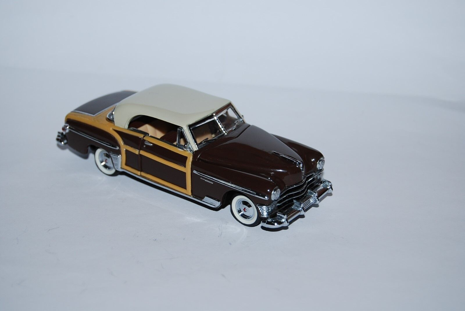 FRANKLIN MINT CHRYSLER TOWN ET COUNTRY 1950 SCALE 1 43