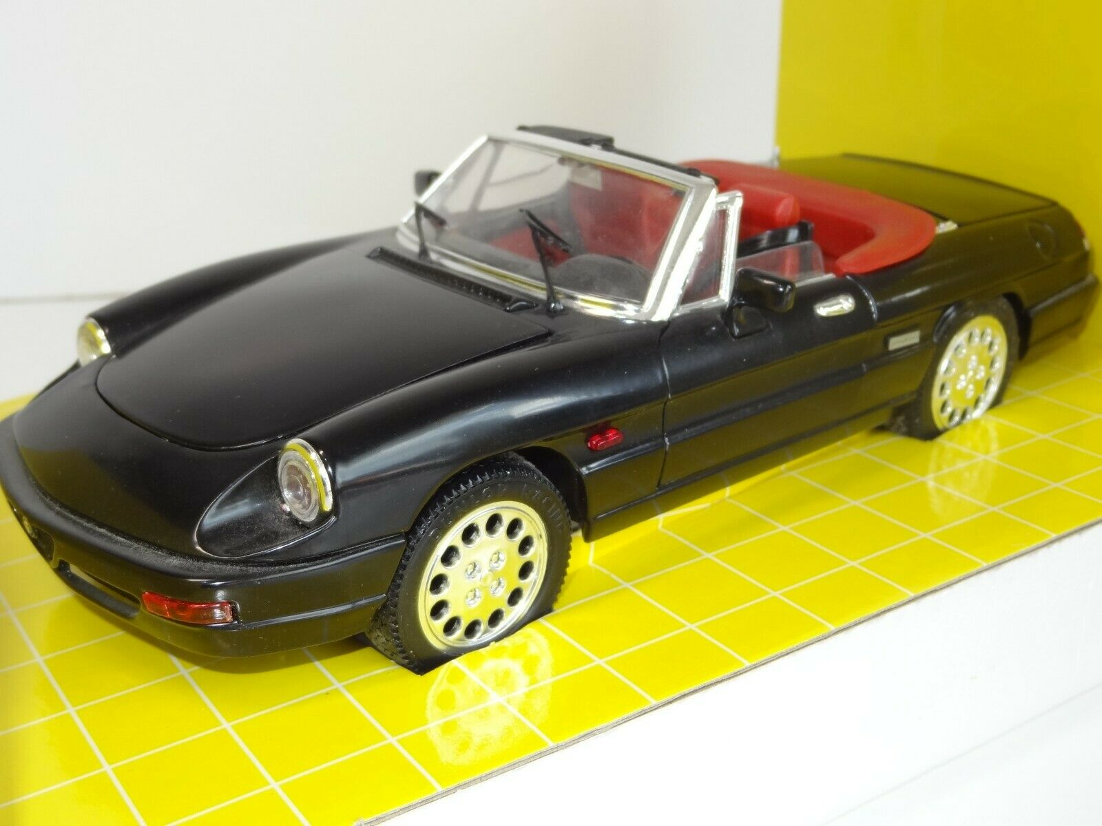 (W) JOUEF 1 18 SCALE ALFA ROMEO SPIDER C14507 mint boxed