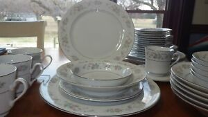 Fine China Dinnerware Set by Sango Cannes pattern service for 4+ 29 pieces