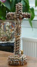 Älteres Holz Standkruzifix - Kreuz mit Jesusfigur Schnecken und  Muschelbesatz !
