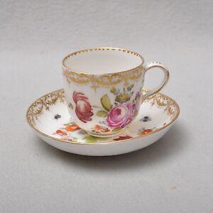 KPM-Berlin-Blumen-und-Insekten-Tasse-mit-Untertasse-19-Jahrhundert