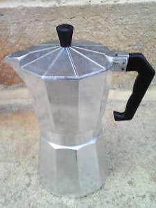 """cafetière italienne """"moka"""" 3 tasses .Hauteur 20 cm.TBE.RAS. Compléte avec filtre"""