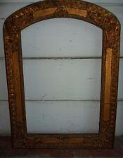 cornice antica in legno massiccio e pastiglia, foglia d'oro.dim. 60x40 cm.