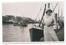 BM960 Carte Photo vintage card RPPC woman Femme bateau boat port chapeau Hat