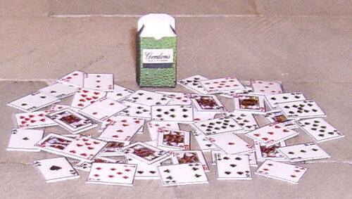 HAND-MADE DOLLS/' HOUSE 1//12TH SCALE PACK OF PLAYING CARDS AND BOX