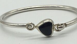 VINTAGE-STERLING-SILVER-SMALL-BRACELET-WITH-BLACK-ONYX-HEART-MARKED-925-MEXICO