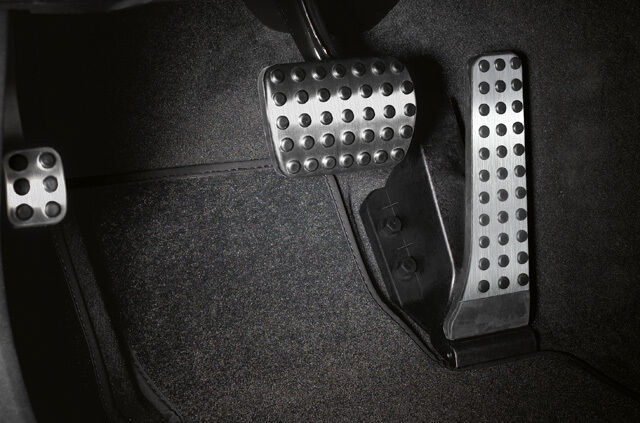 Mercedes-Benz Sportpedale aus Edelstahl mit Gumminoppen - Automatikgetriebe