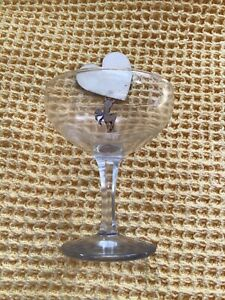 Vintage-1950s-White-Standing-Fawn-Babycham-Glass