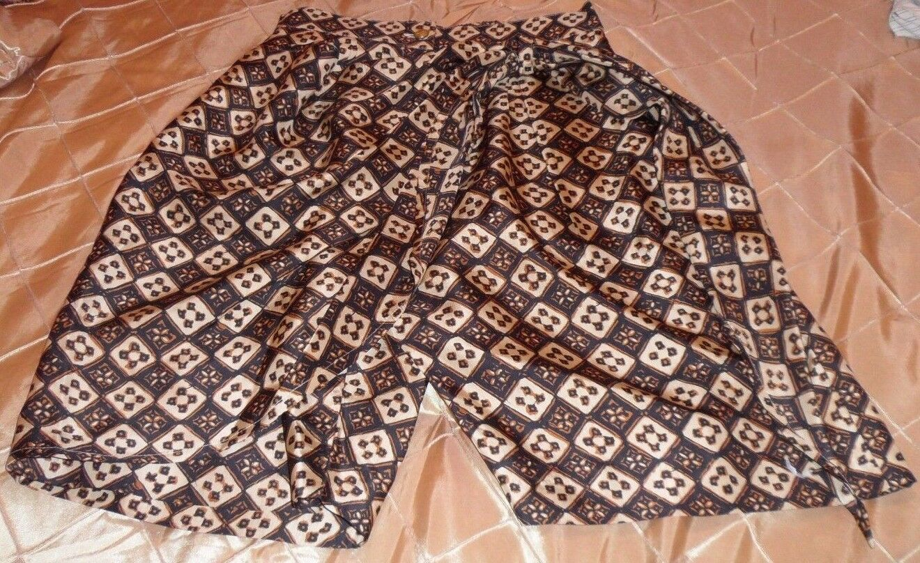CELO ELEGANT SHORTS SKIRT FABRIC WRAPS ON ONE SIDE MAKES DRESSY LOOK,S