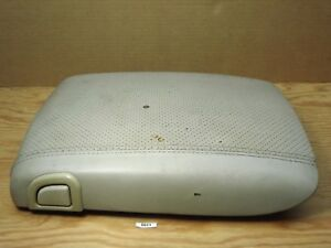 03-06-Cadillac-Escalade-CENTER-CONSOLE-LID-ARMREST-COVER-TOP-NEEDS-LATCH-READ
