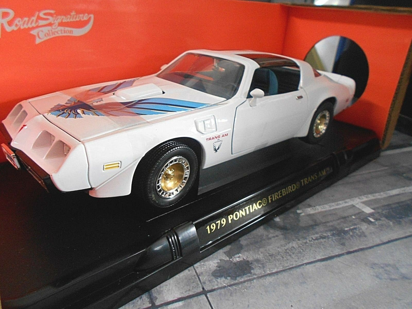 Pontiac Firebird Transam Trans Am Coupe 1979 White v8 Muscle SP Yatming 1 18