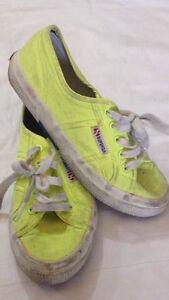Superga-scarpe-da-ginnastica-n-35-colore-giallo-con-stringhe-USATE