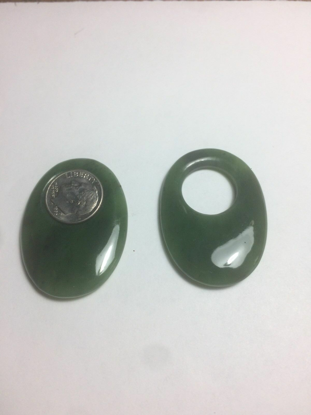 [1553] Oval Jadeite 10 Cent Size opening ear attachment