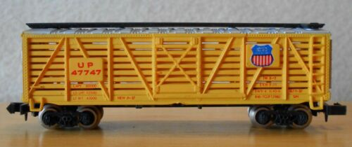 N scale stock car UP Union Pacific freight car yellow Bachmann HK