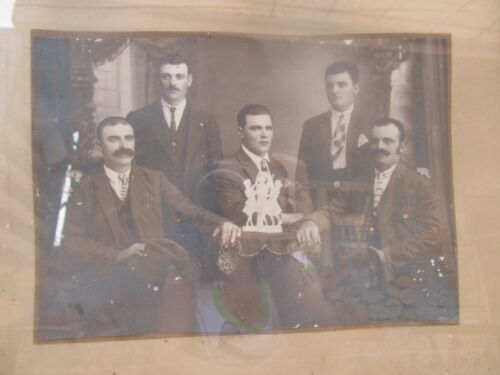 OLD ANTIQUE PRIMITIVE HAND CARVED WOODEN FRAME WITH OLD PHOTO EARLY 20th