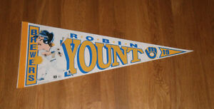1992-BREWERS-Robin-Yount-pennant-3000th-Hit-season-Milwaukee-HOFer