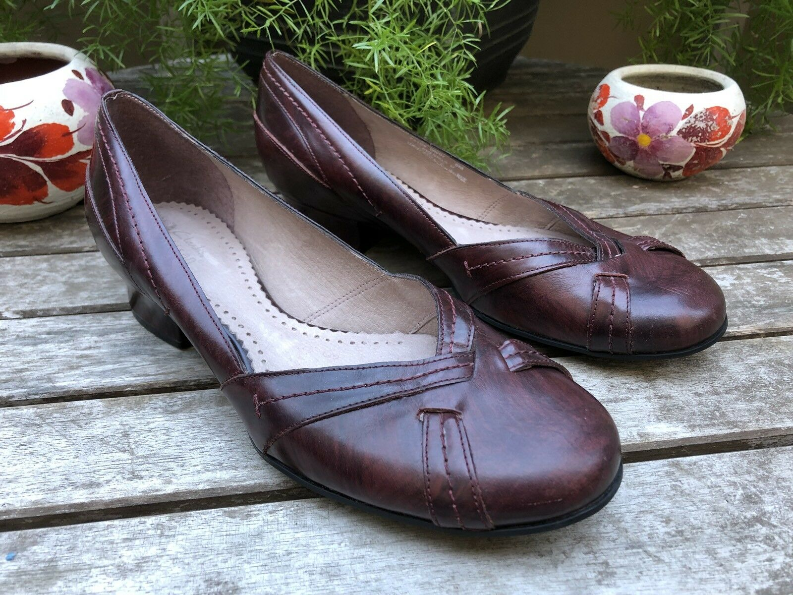 Women's Clarks Artisan Solid Burgundy Round Toe Cuban Heel Slip On Shoes Size 8