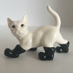 2 Sitting cat figurines small chip on one ear good condition