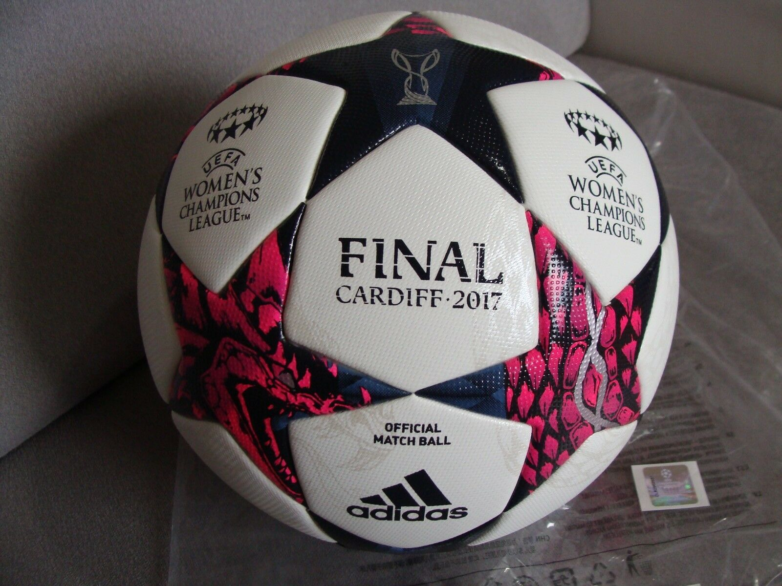 ADIDAS Finale Cardiff damen OMB Fussball CL Final 2017 Official Matchball