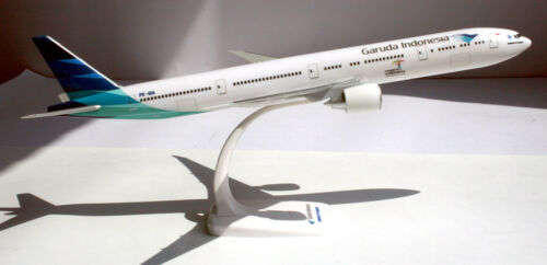 Garuda Indonesia boeing 777-300er 1:200 Herpa Snap-Fit 611169 modèle b777 b773