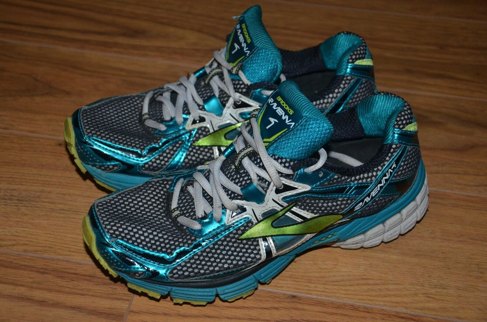 Brooks ravenna 4 womens athletic running shoes size 8 US