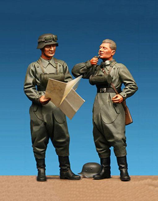 Model Cellar WW2 German Motorcycle Riders 2 figures Unpainted 75mm kit MIKE GOOD