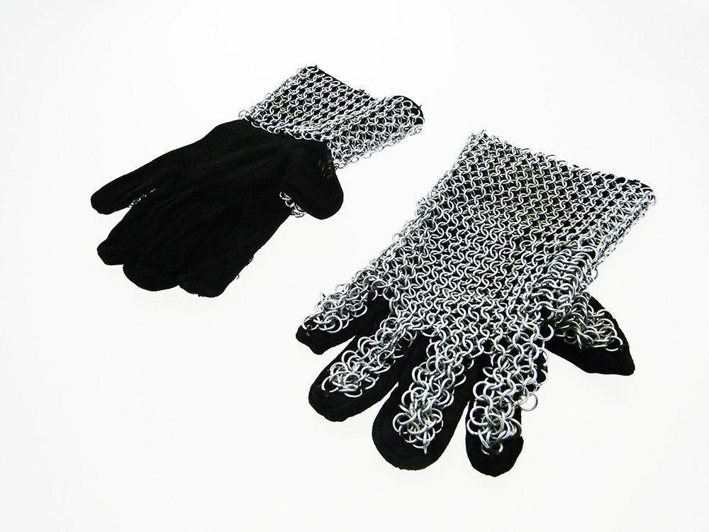 Guanti medievali d'arme con cotta di maglia in velluto black