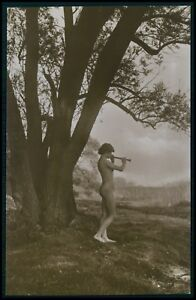 Entertaining message nude woman and flute