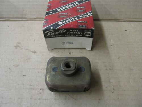 NEW 1935-51 MOTOR MOUNT CHEVROLET FRONT L /& R 31-2053