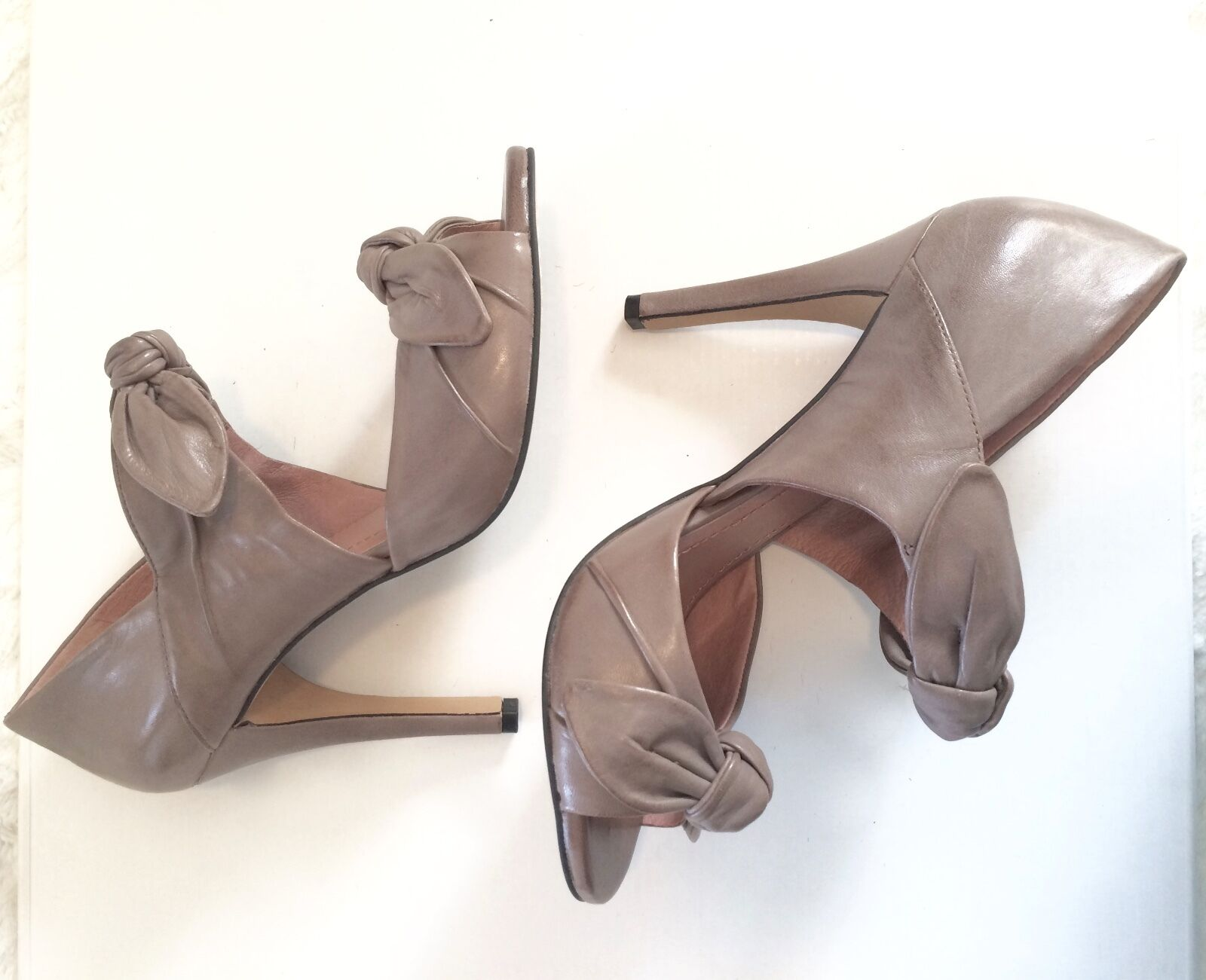 Vince Camuto Taupe Leder 4in. Heel with two bows across ankle & top of foot.